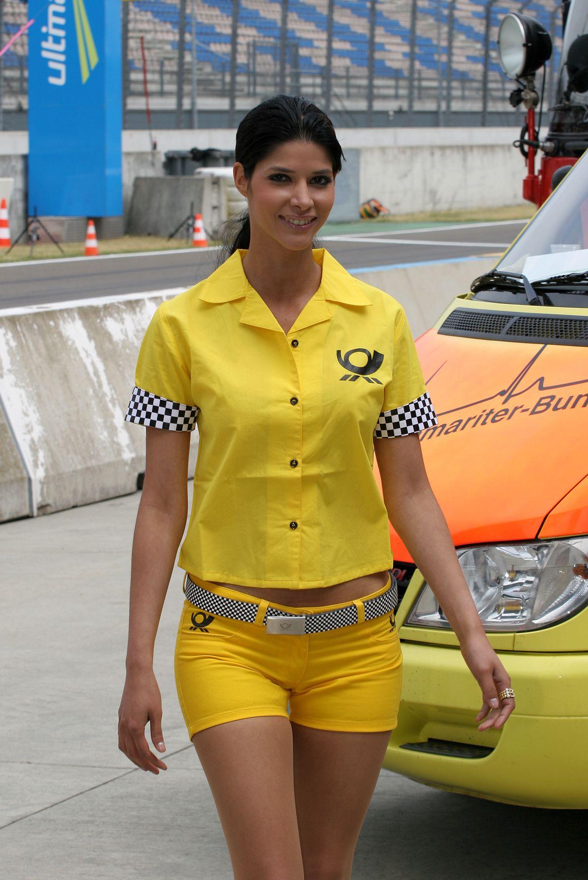 Sexy Micaela Schäfer war früher auch Grid Girl bei der DTM!